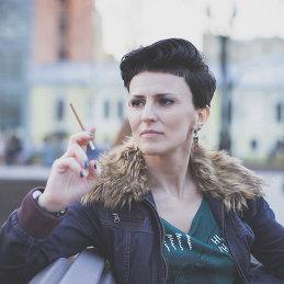 Лена Либрик