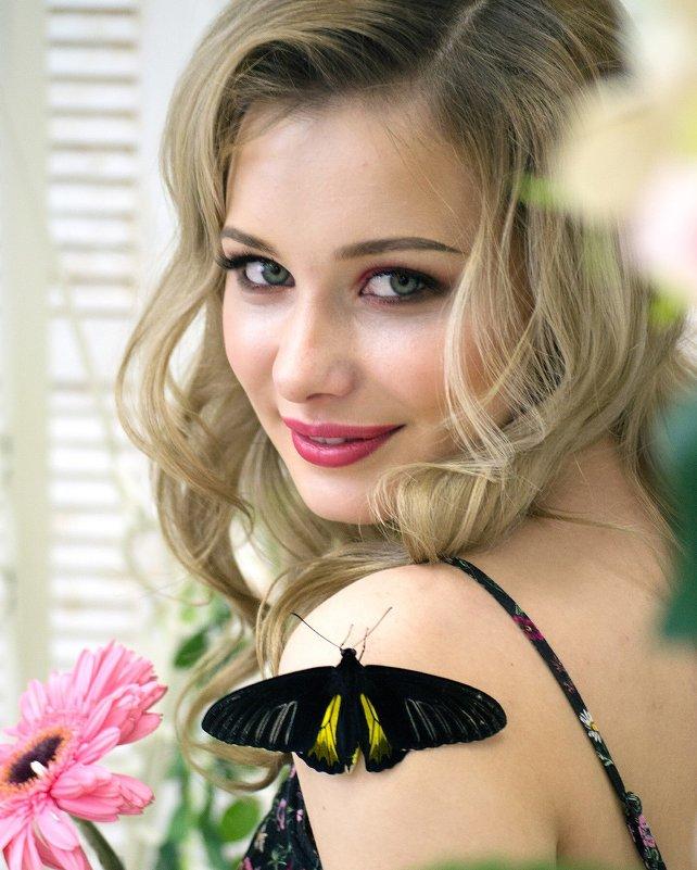 Девушка-весна и бабочка - Alina