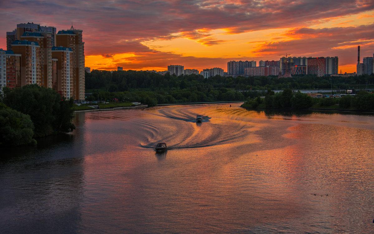 Москва-река. Катера и утки. - Владимир Безбородов