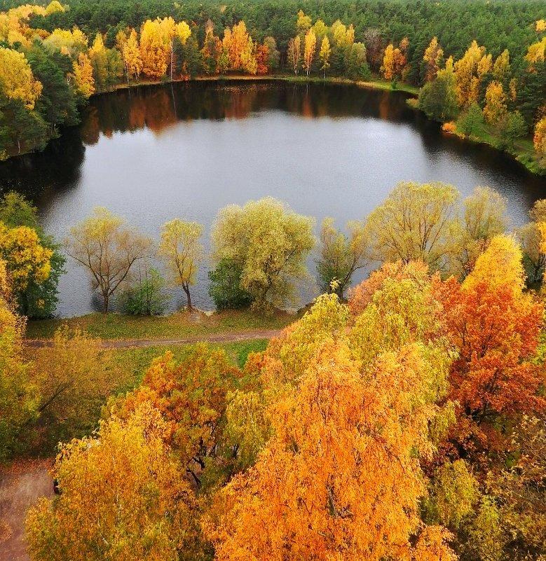 Осеннее озеро - Александр Михайлов