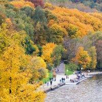 Осенняя набережная :: Anjelika Reshetnikova