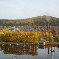 Осень в забытом городке. :: Юлия Горбунова