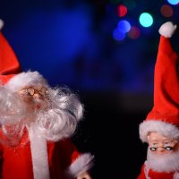 Уютный вечер среди Санта-клаусов :: Лада