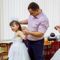 Танец папы с дочкой :: Анна Миронова