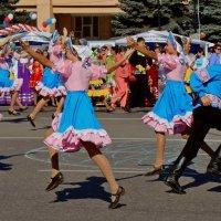 Зажигательный танец :: Ynona Надежда Борисенко