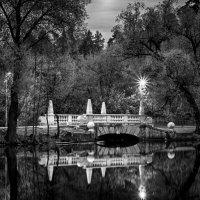 Мостик на кратовском озере весенним вечером :: Валерий Вождаев