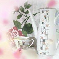 Чашку кофеЮ,себе бодрящего нальЮ. :: Ирина Атаманская