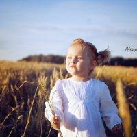 Девочка в поле :: Alesya Baltynskaya