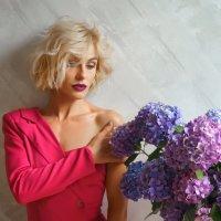 Девушка и цветы :: Сергей Форос