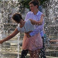 Лето, фонтан и любовь :: Дмитрий Моркин