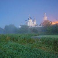 Свято-Боголюбский монастырь в ночной туманной дымке. :: Igor Andreev