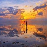 Рассвет на острове Бали :: Aleksandr Romanov ROALAN