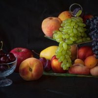 Натюрморт с виноградом :: Владимир
