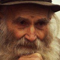 Давайте уважать стариков. :: Ирина