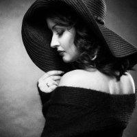 Девушка в шляпе :: Наталия Жмерик