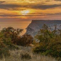 Вот и в Крым пришла осень :: Александр Пушкарёв