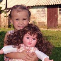 Подарили куклу :: Ирина Жовтяк