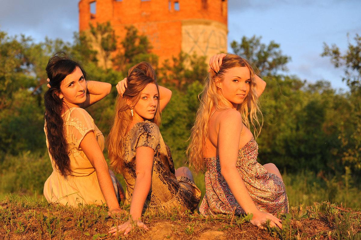 Три девицы))) - Оксана Ларченко