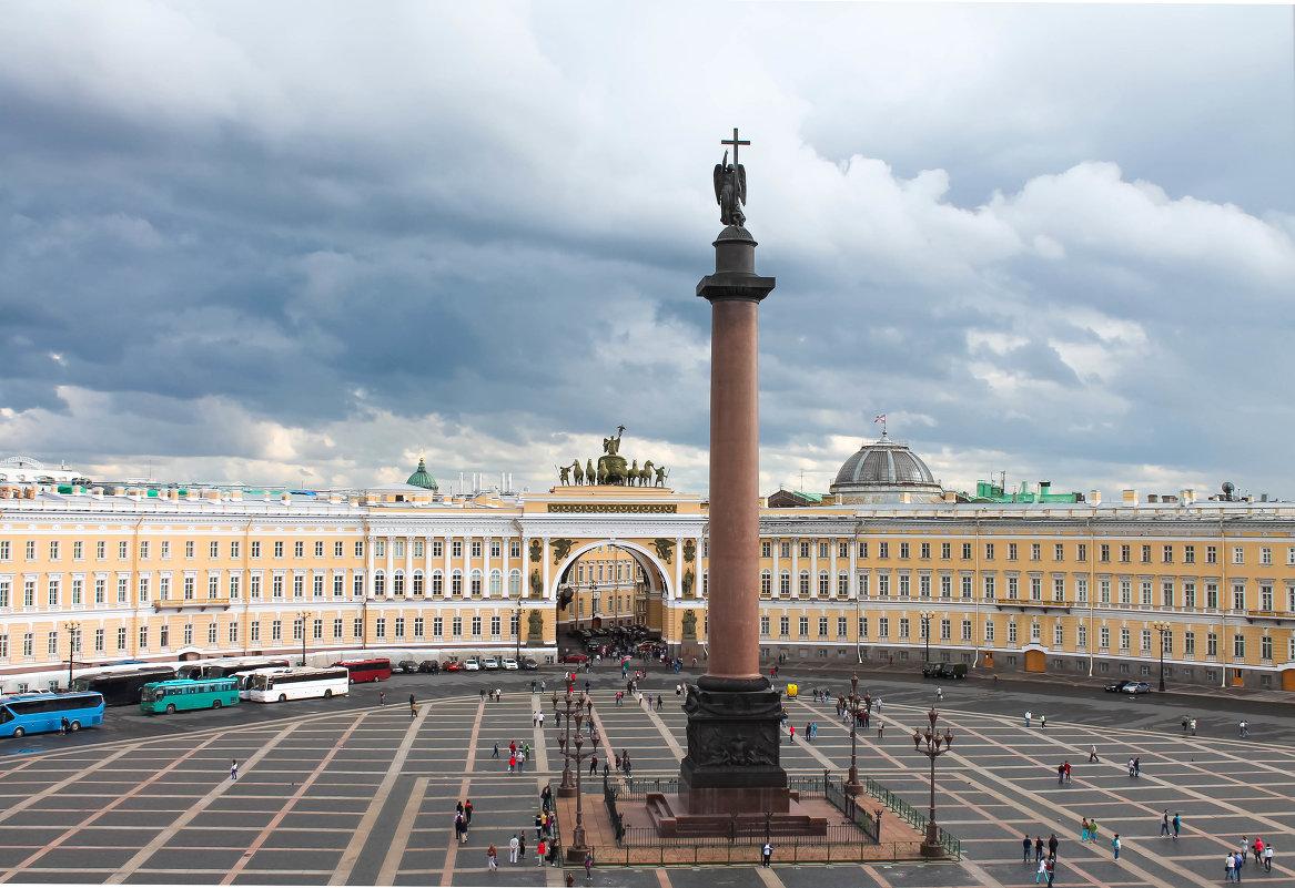 Дворцовая площадь - главная площадь санкт-петербурга, архитектурный ансамбль, возникший во второй половине xviii