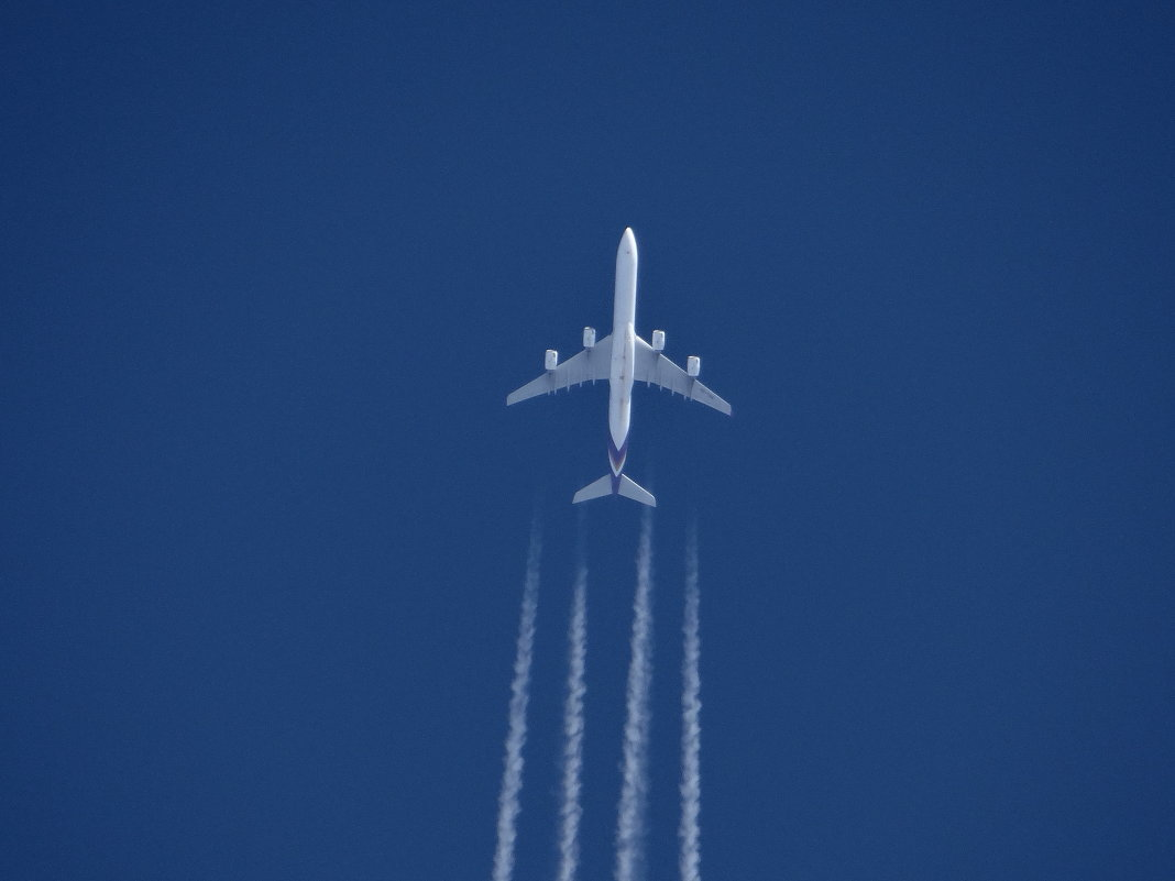 самолёт в небе - Дмитрий .