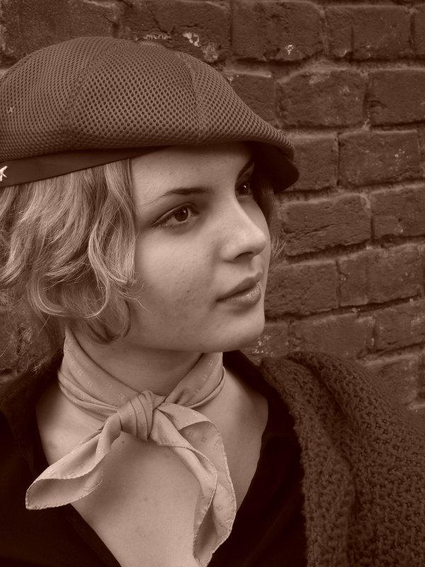 Девушка в кепке. - Руслан Грицунь