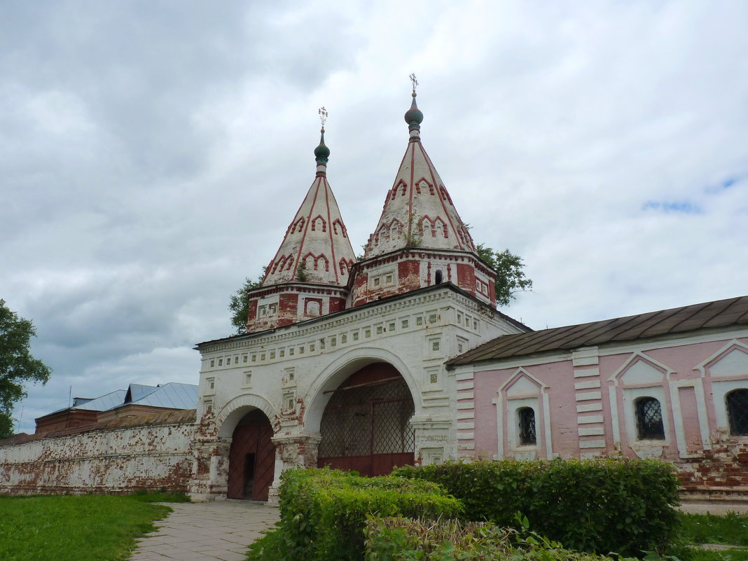 Святые ворота Ризоположенского монастыря - Galina Leskova
