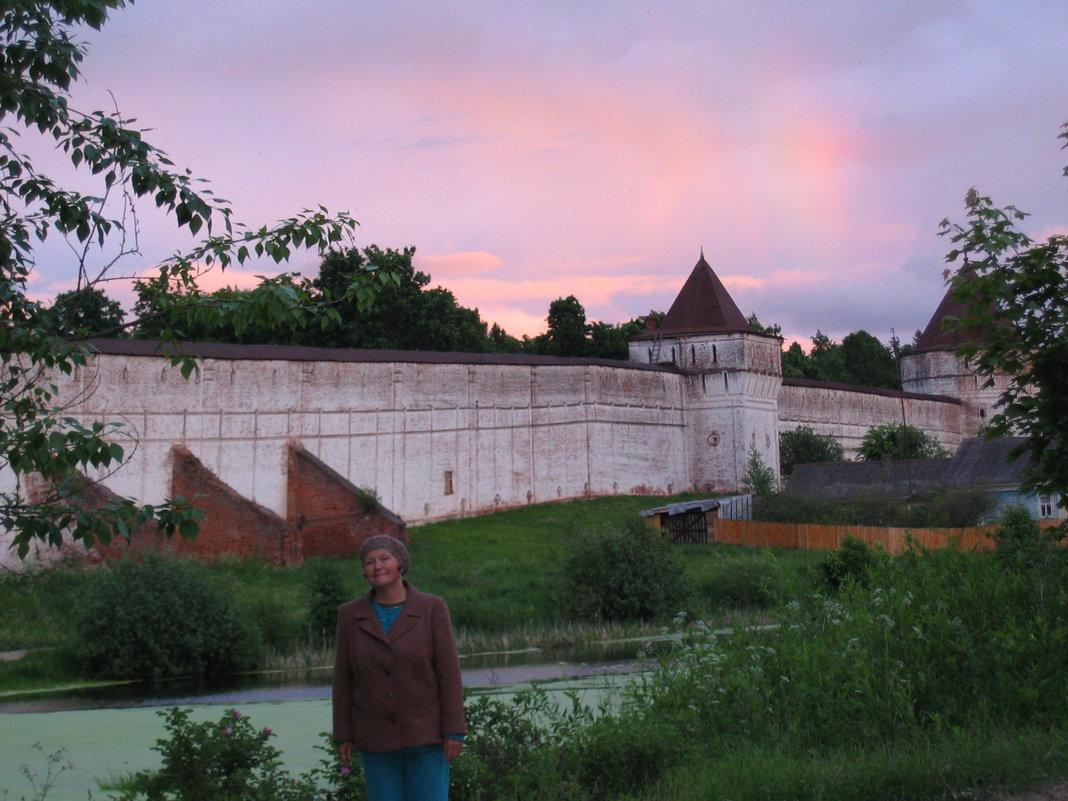 Гостья у стен монастыря - галина