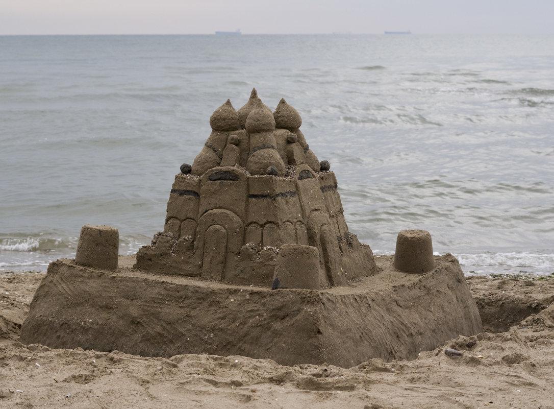 Остров на море лежит. Град на острове стоит. С золотыми куполами... - Александр