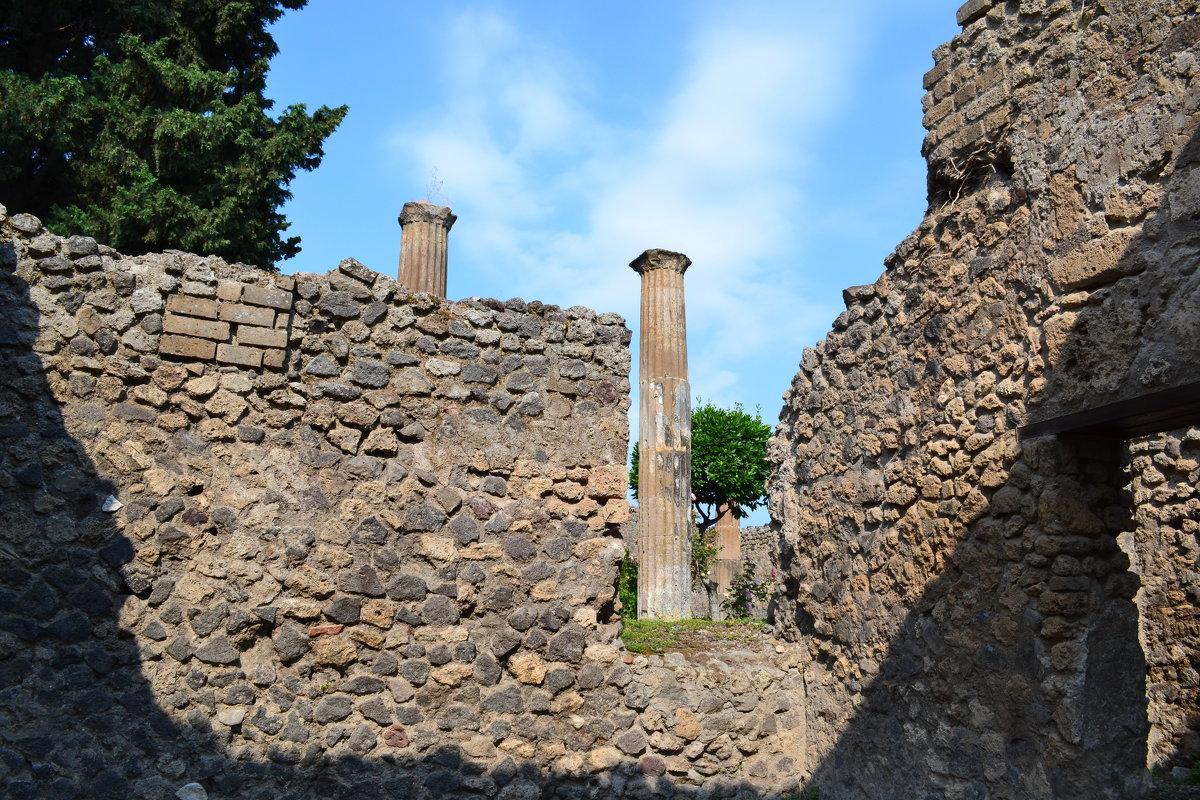В развалинах Помпеи - Ольга