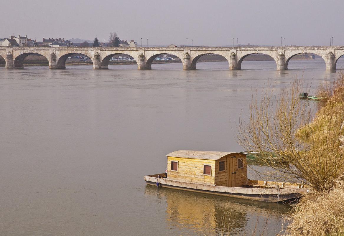 плыла качалась лодочка Луарою рекой - Petr Popov