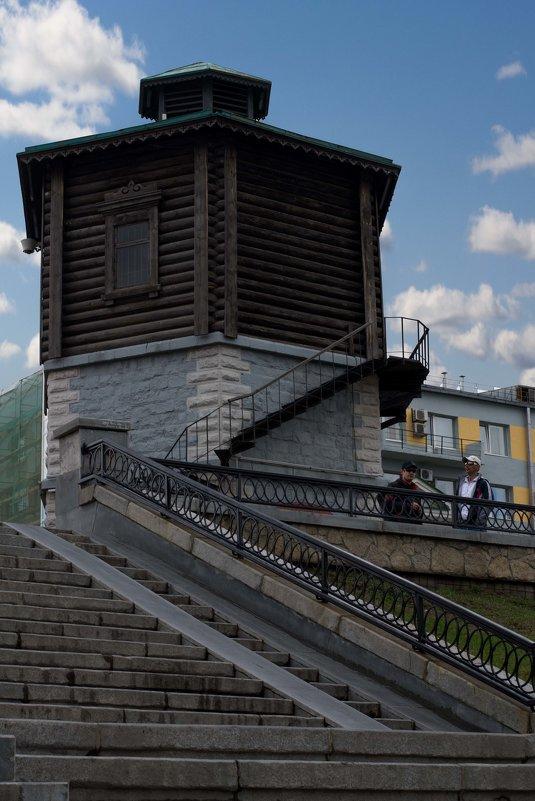 Старинная деревянная сторожка - Леонид Кормушкин