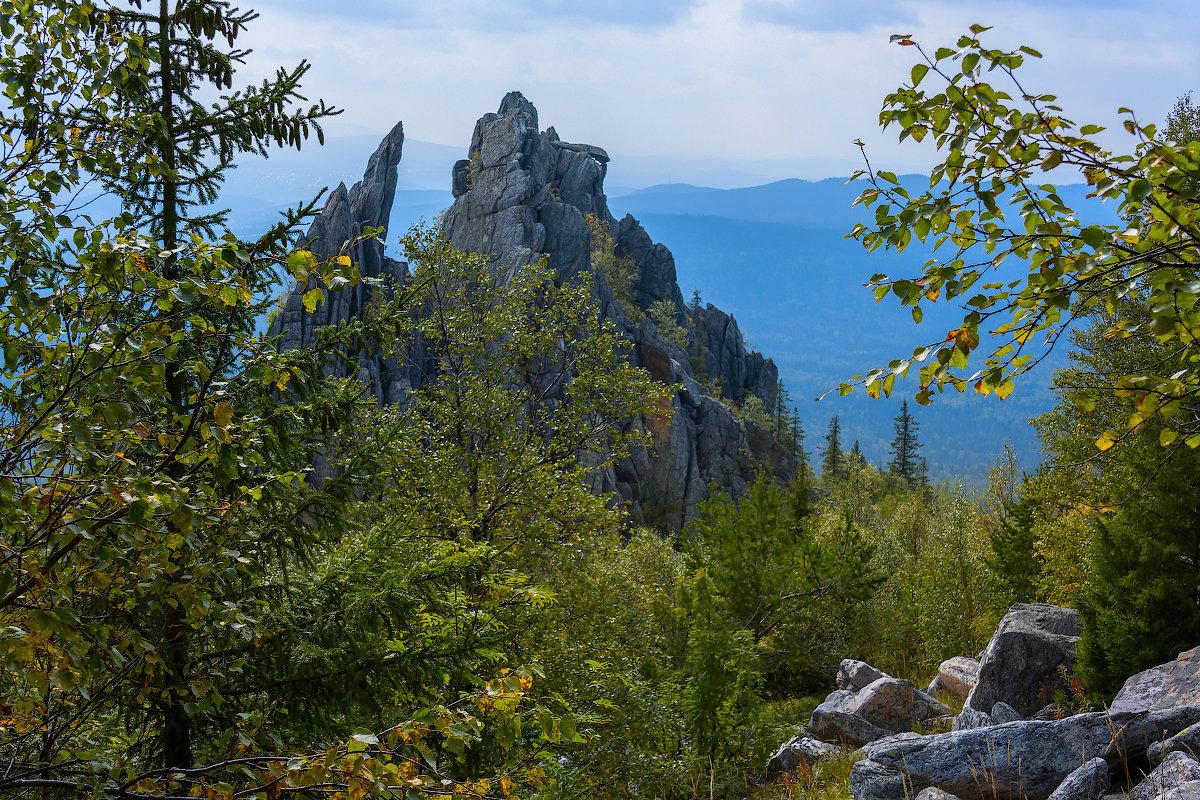В краю голубых гор - Андрей Пашков