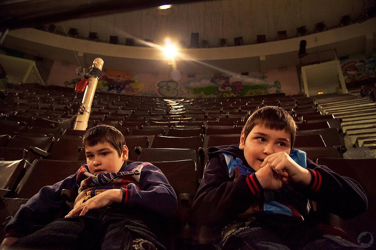 Близнецы аутисты в цирке - Павел Крутенко