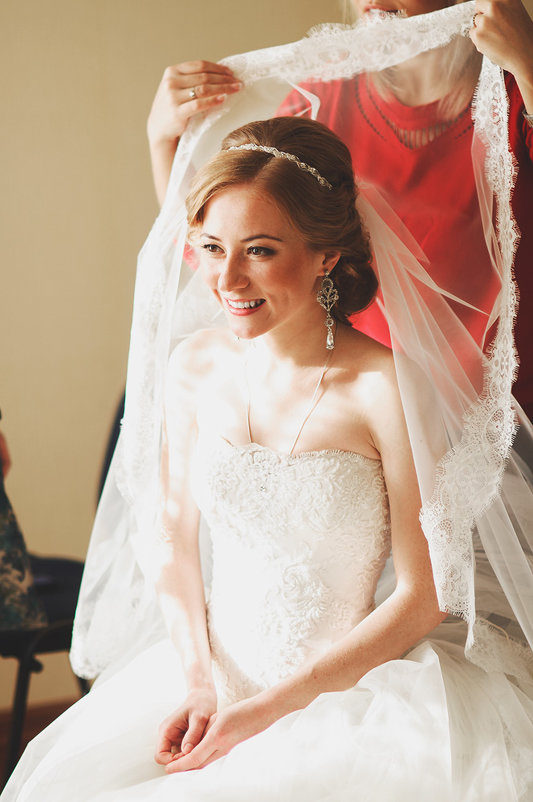 Как одевать фату на свадьбу