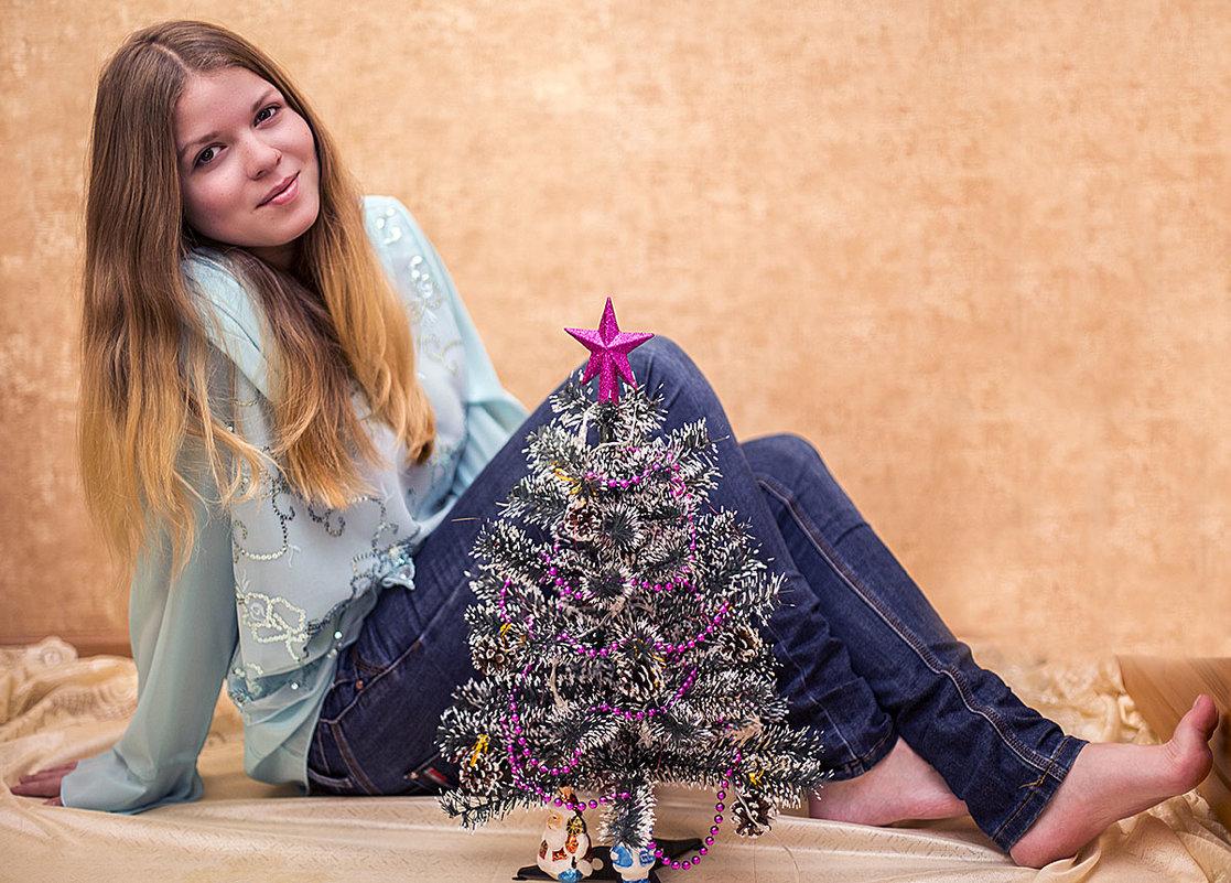 с новогодней елочкой - Лариса Батурова