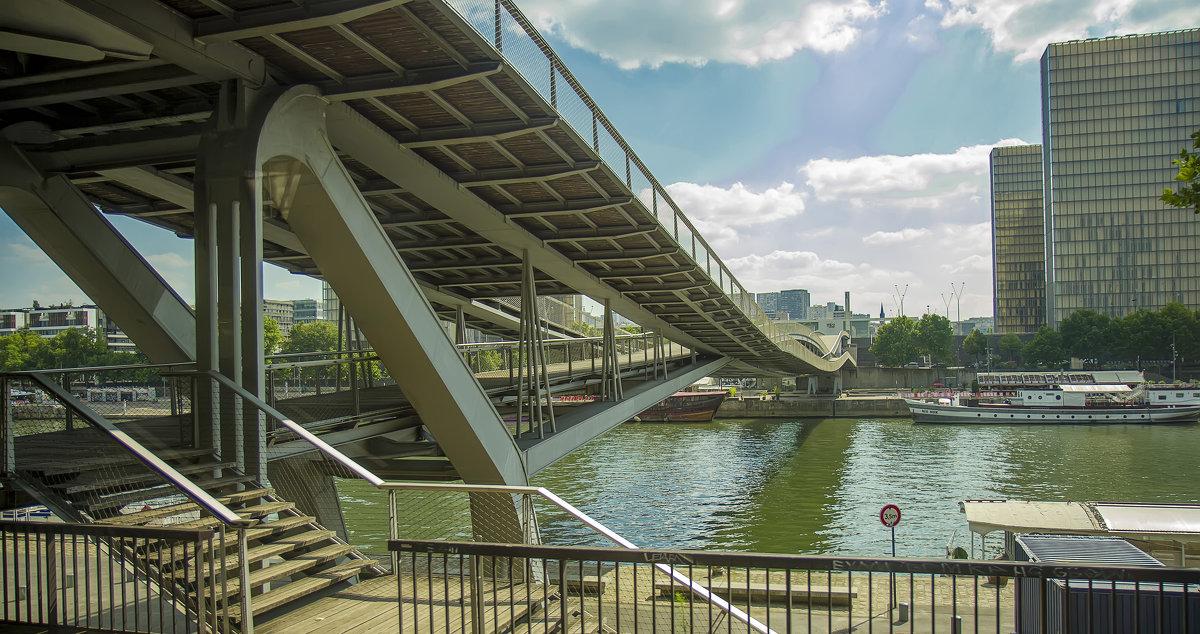 Парижский мост Симоны де Бовуар - leo yagonen