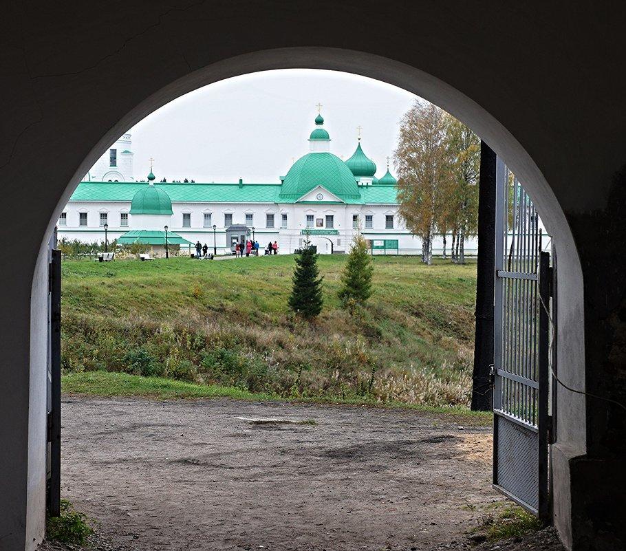 Вид из Троицкого на Преображенский комплекс монастыря - Елена Павлова (Смолова)