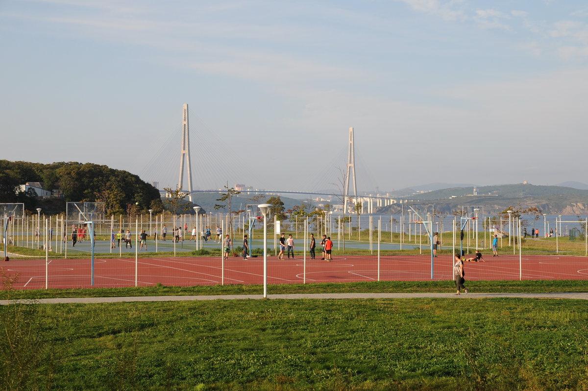 Спортивная площадка.Территория ДВФУ - Владимир Гробов