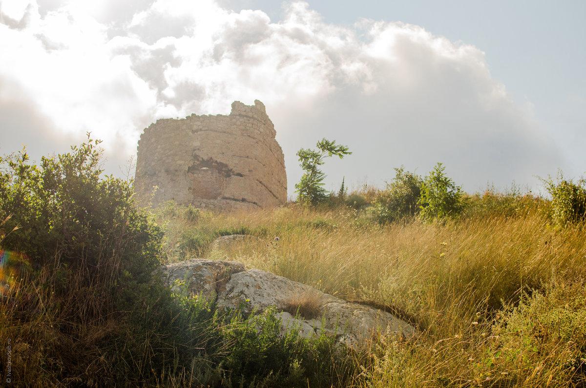 Руины генуэзской крепости Чембало в Балаклаве - Александр Ивашков