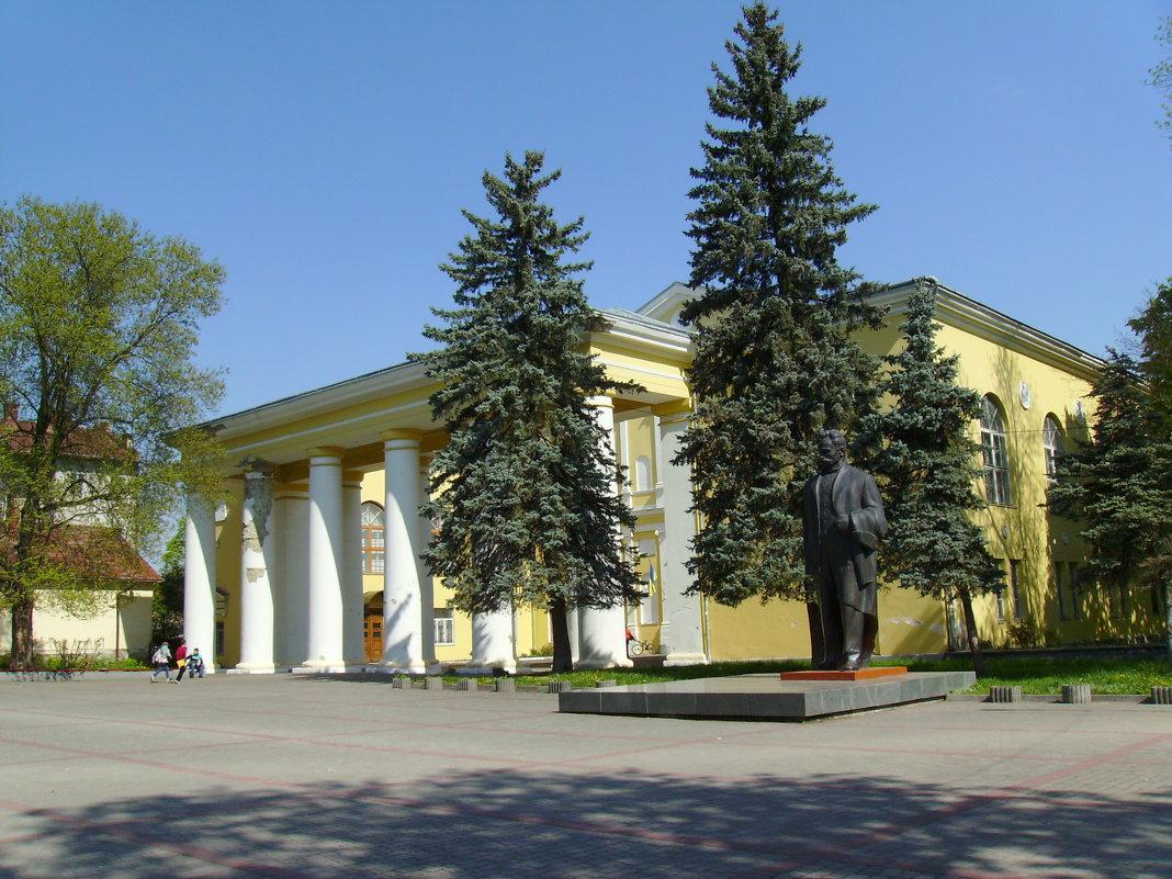 Дом  культуры  в  Дрогобыче - Андрей  Васильевич Коляскин