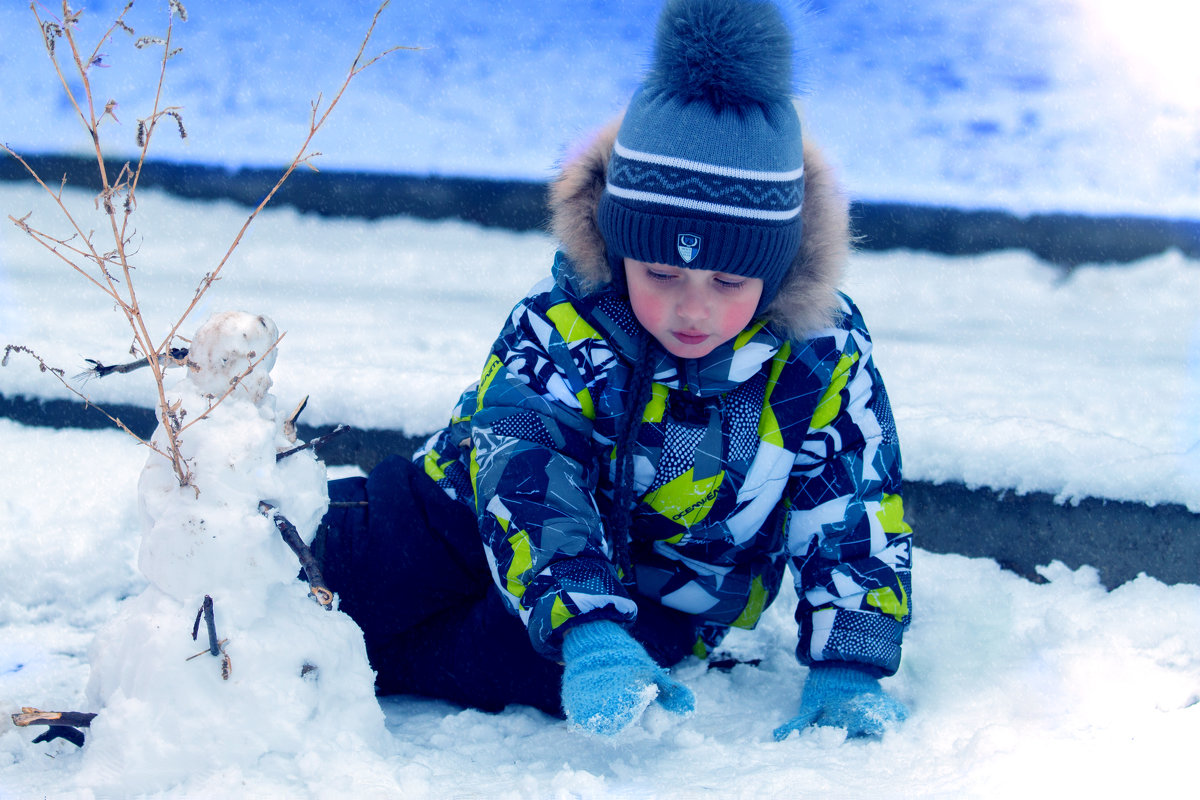 Малыш и снеговик - bi-s