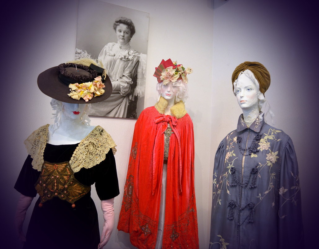 Старинные дамские одежды - Ростислав