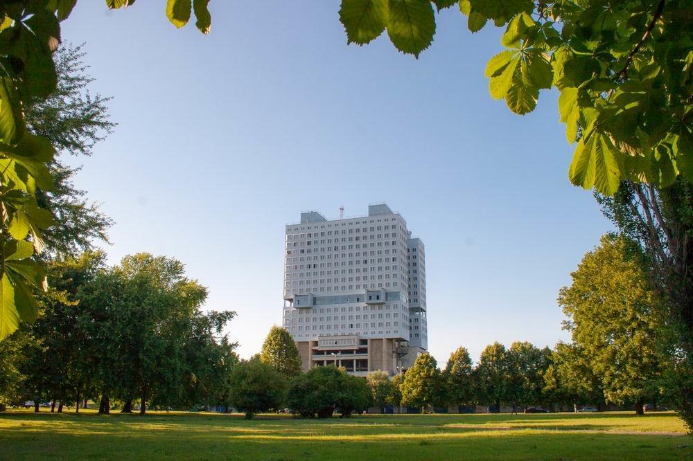 Памятник бестолковому строительству - Игорь Овсянников