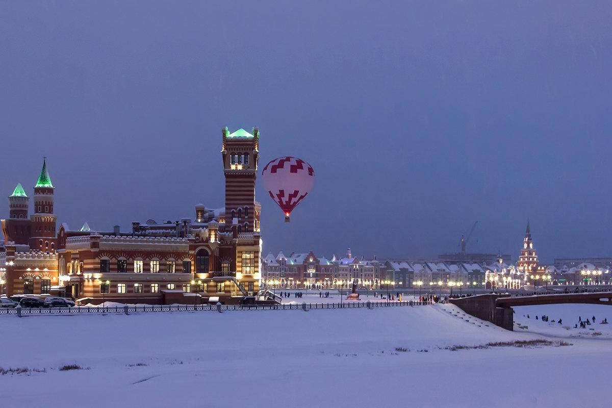Городской пейзаж с воздушным шаром. - Анатолий Грачев
