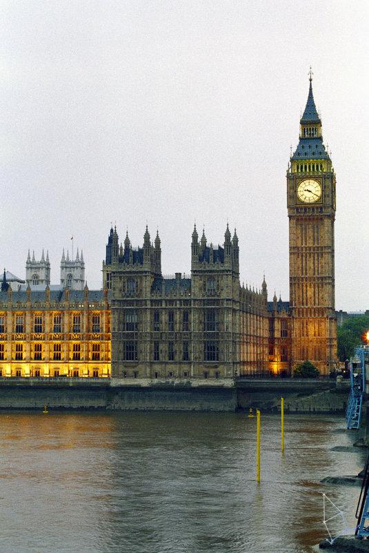 Вестминстерский дворец. Элизабет башня. (вид с противоположного берега) - Cepheus