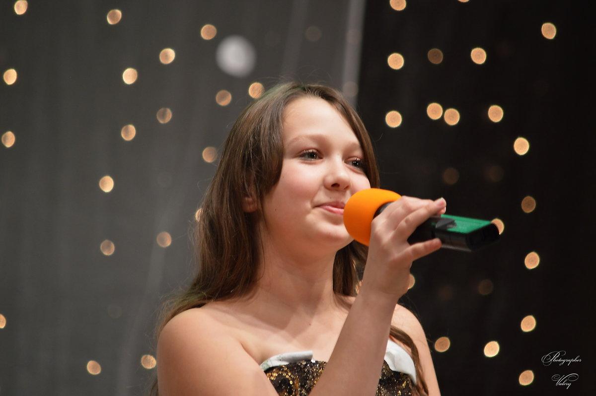 Юная певица - Валерий Лазарев