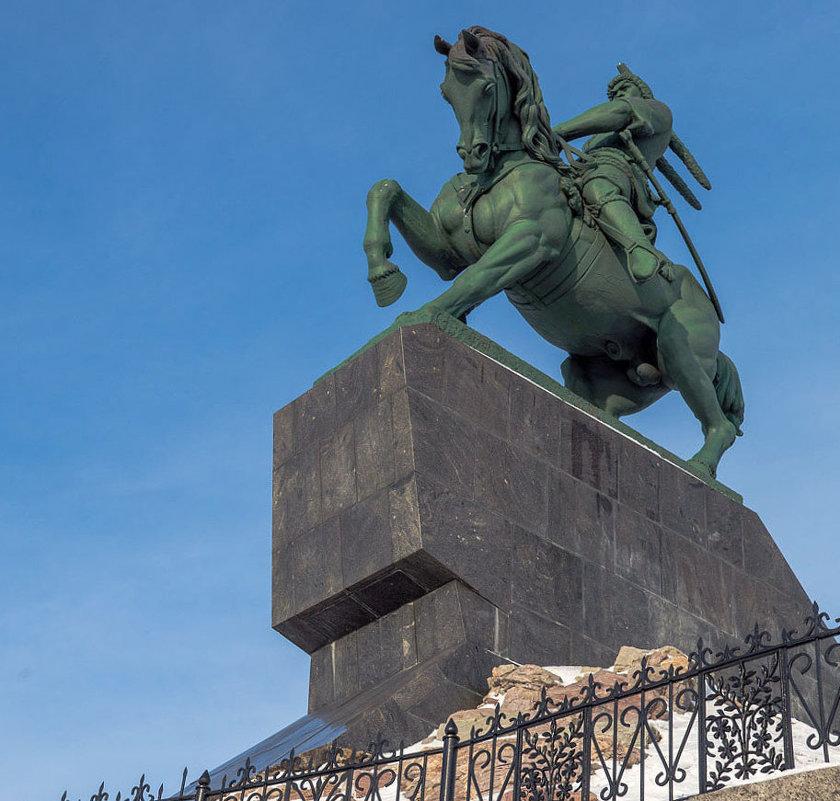 Памятник С. Юлаеву, Уфа - Любовь Потеряхина