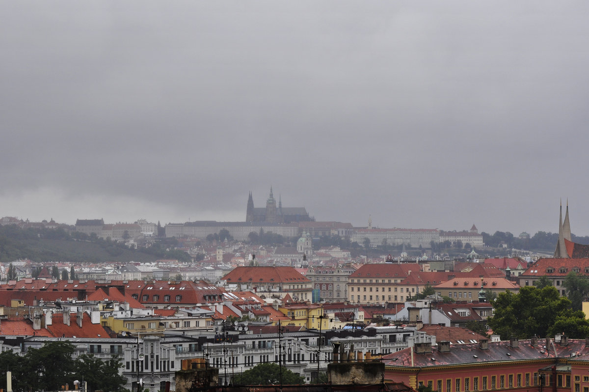 Готический дождь над темной Прагой - Юрий Воронов
