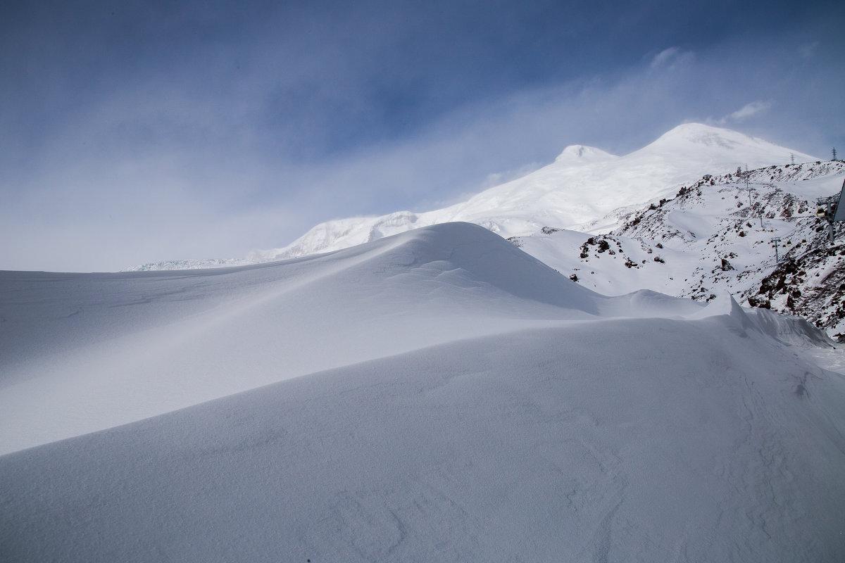 Барханы на подступах к вершине Эльбруса - Zifa Dimitrieva
