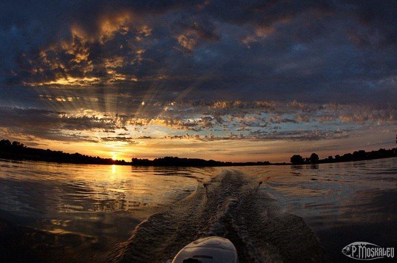 Закат на воде - Москалёв Пётр